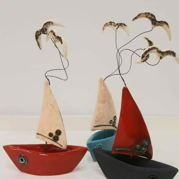 Τρισδιάστατη Βάρκα με Κόκκινο Πανί και Πορσελάνη Ανθρακί 13x7x25cm
