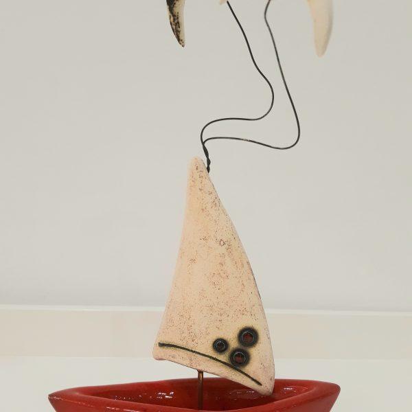 Τρισδιάστατη Βάρκα με Λευκό Πανί και Πορσελάνη Κόκκινη 13x7x25cm