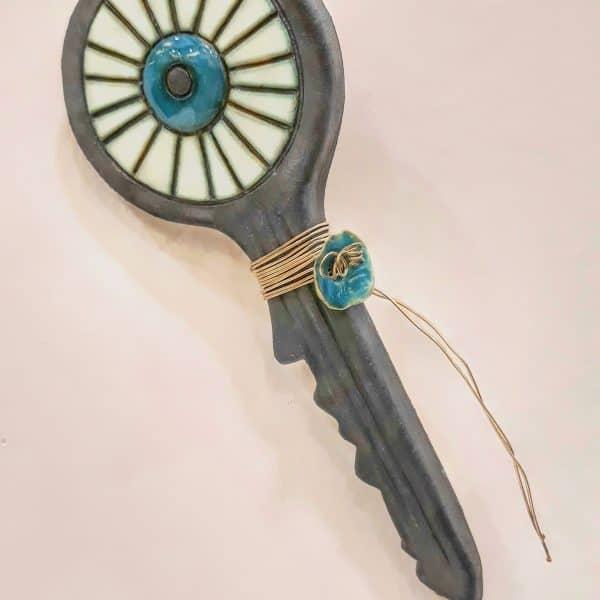Χειροποίητο Επιτοίχιο Κλειδί Μάτι από Πορσελάνη Ανθρακί 19x7x1cm