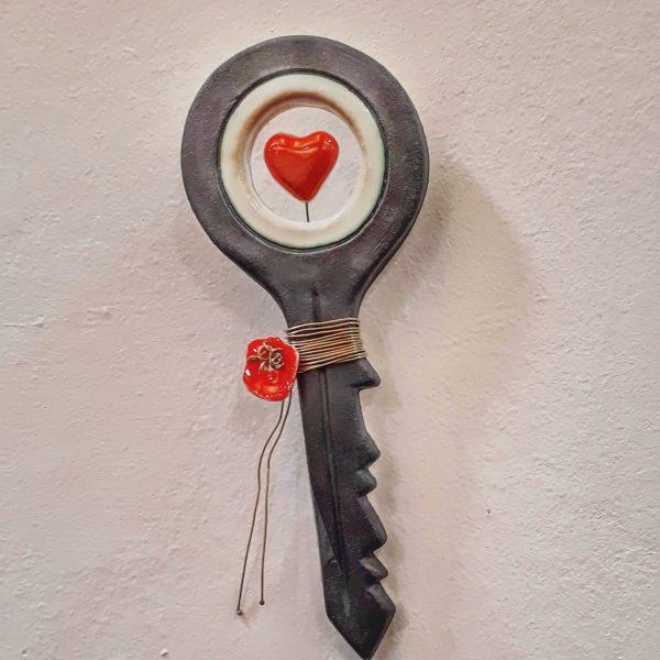 Χειροποίητο Επιτοίχιο Κλειδί Καρδιά από Πορσελάνη Ανθρακί 19x7x1cm