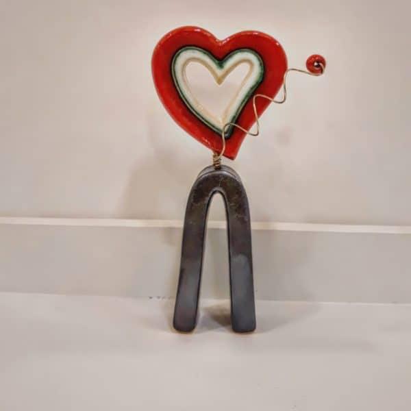 Χειροποίητη Επιτραπέζια Καρδούλα Σταντ από Πορσελάνη Κόκκινη 8x3x15cm