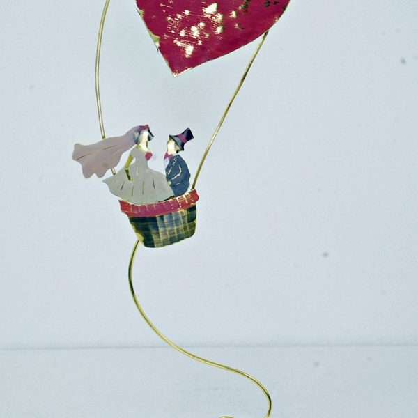 Χειροποίητο Αγαλματάκι Νύφη και Γαμπρός σε Αερόστατο από Ορείχαλκο 8x27 cm